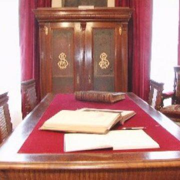 MUZEU: Obiecte vechi, de valoare, pot fi văzute acum într-un spațiu muzeal amenajat de Parohia Reformată din Sighet