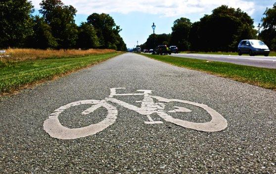 Doi biciclişti, soţ şi soţie, morţi după ce o maşină a vrut să îi depăşească