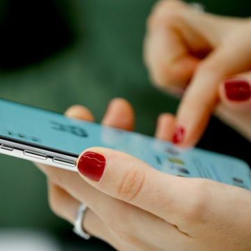 ANCOM: Operatorii au obligaţia să avertizeze utilizatorii de depăşirea costurilor de internet