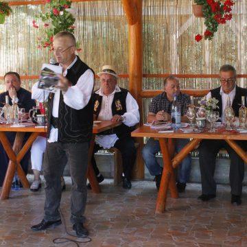 Peste 200 de oameni la lansarea cărții unui poet jandarm