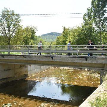 VIDEO | Două poduri peste râul Bârsău au fost finalizate în Valea Chioarului