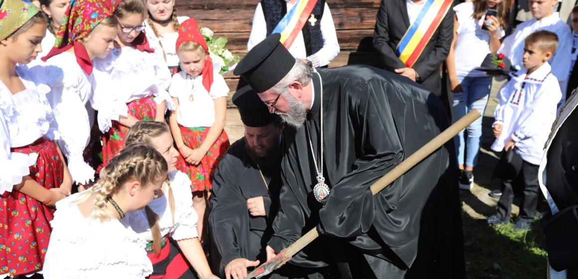 """VIDEO   Pelerini la """"Drumul catedralelor de lemn din Maramureș"""""""