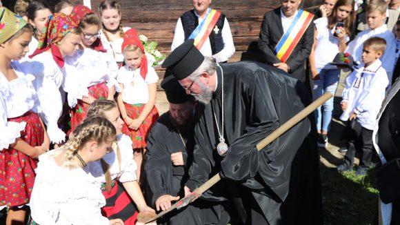 """Pelerini la """"Drumul catedralelor de lemn din Maramureș"""""""