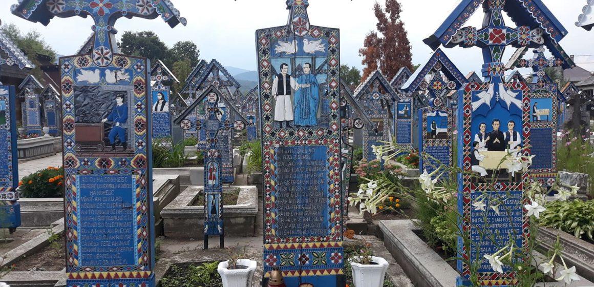 Turiști din toate colțurile lumii vizitează Cimitirul Vesel din Săpânța