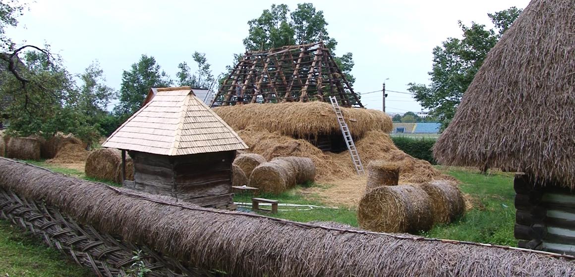 VIDEO | Se repară casele afectate de la Muzeul Satului din Baia Mare