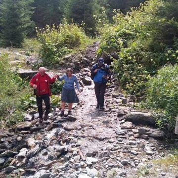 GALERIE FOTO | Turiști polonezi rătăciți în munții Rodnei, găsiți de salvatorii montani