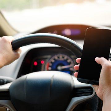 """Se modifică prevederile Codului rutier pentru prevenirea """"live-ului la volan"""""""