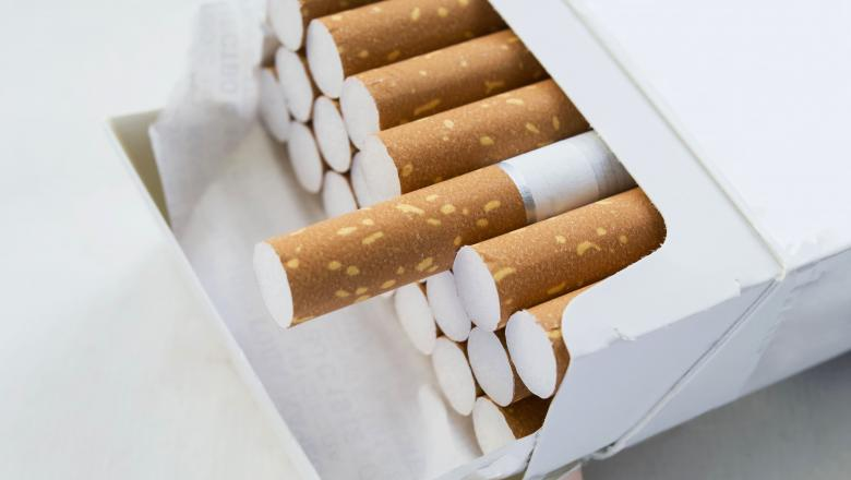 Prinși în piață cu țigări de contrabandă