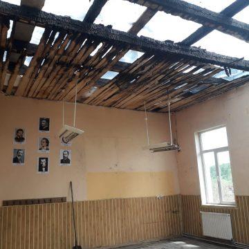 VIDEO | Școala a ars în luna mai, dar reparațiile au început abia în septembrie