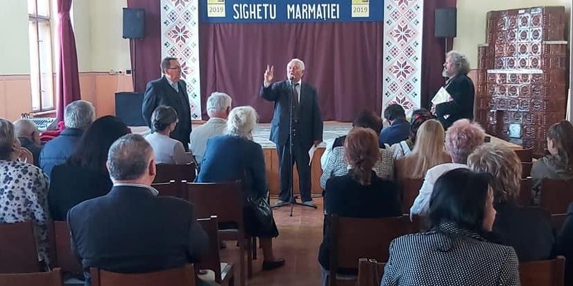 """La Centrul Cultural Sighetu Marmației a fost lansată cartea """"Folclor muzical din Petrova Maramureșului""""a profesorului Gheorghe Pop"""