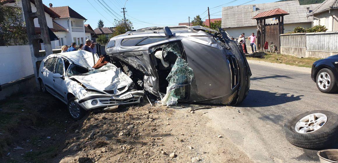 Accident grav, cu trei mașini, în Rozavlea