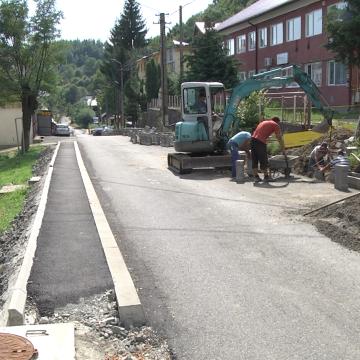 VIDEO | Străzile din Cavnic se modernizează