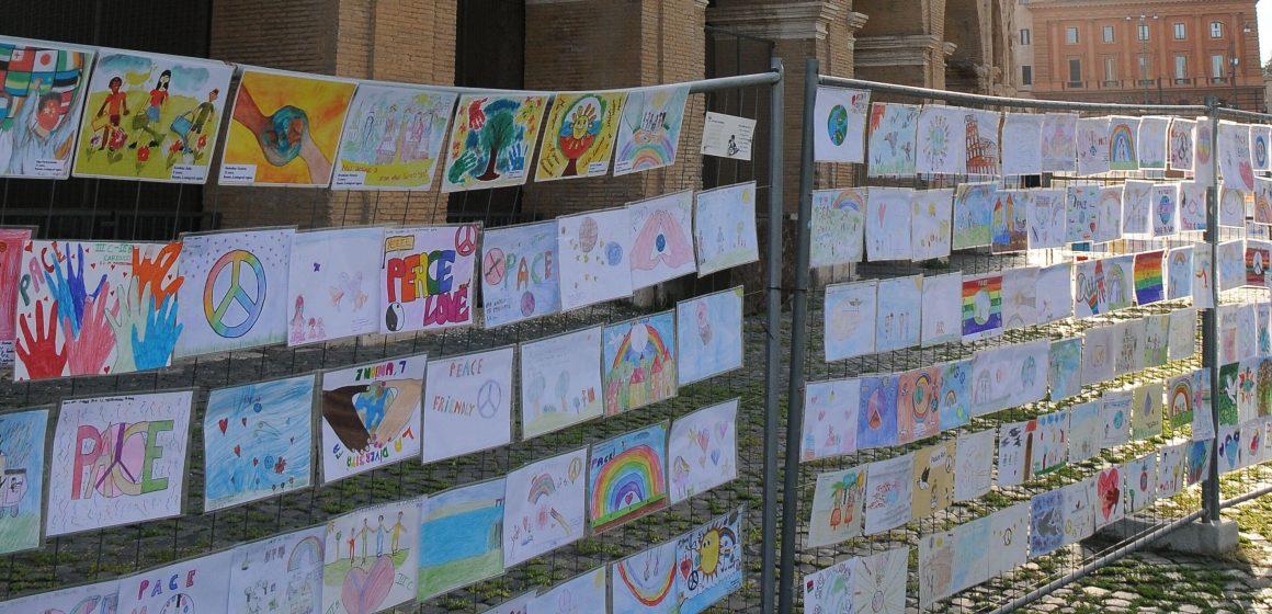 VIDEO | Desene ale copiilor din Maramureș expuse la Roma