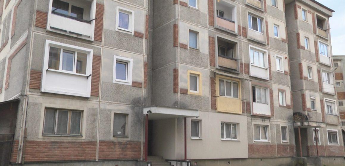 Locatarilor de la mai multe blocuri din Sighet le-a fost sistată furnizarea apei potabile