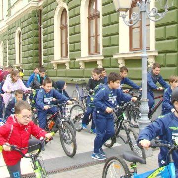 Zeci de copii și tineri au marcat Săptămâna Europeană a Sportului în municipiul Sighetu Marmației