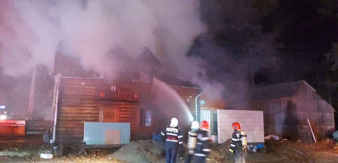 Incendiu la o cabană de lemn din Finteușu Mare