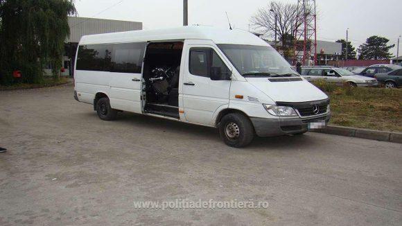 GALERIE FOTO | Un microbuz și o motocicletă căutate de autoritățile din Germania și Belgia, recuperate de lucrători ai ITPF Sighet