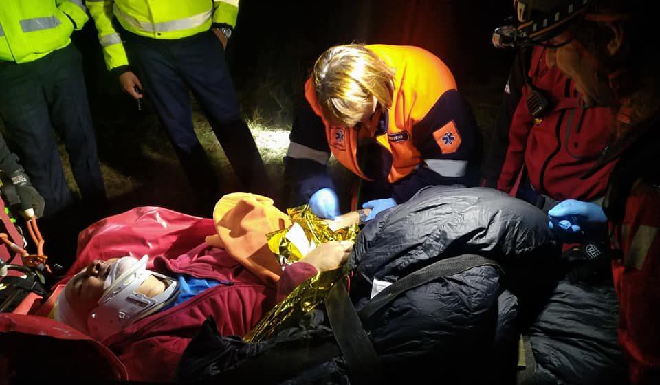 Turist aflat în excursie în zona Munții Țibles căzut într-o râpa, a fost găsit de colegii lui inconștient