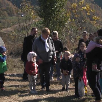 VIDEO | Acțiune caritabilă a Grădiniței nr. 9 din Sighet în sprijinul celor 8 copii din Bârsana care au rămas fără tată