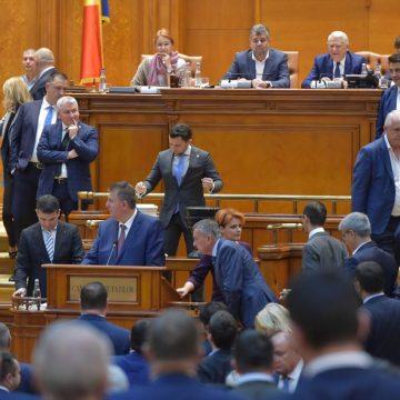 """Moțiunea semnată de USR, sfârșitul Guvernului Dăncilă. Duruș:  """"România s-a eliberat"""""""