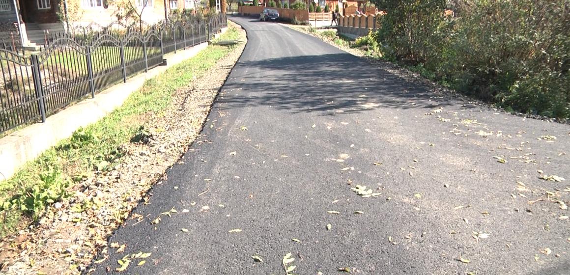 Se asfaltează toate străzile din Valea Stejarului