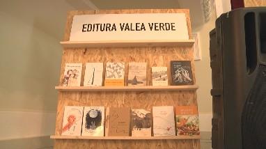 """Mai mulți autori de carte și-au lansat publicațiile proaspăt ieșite de sub tipar, în Sala de Festivități a Colegiului Național """"Dragoș Vodă"""""""