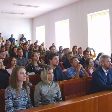 Peste 500 de studenți au fost prezenți la deschiderea anului universitar din cadrul Universității Babeș Bolyai din Sighetu Marmației