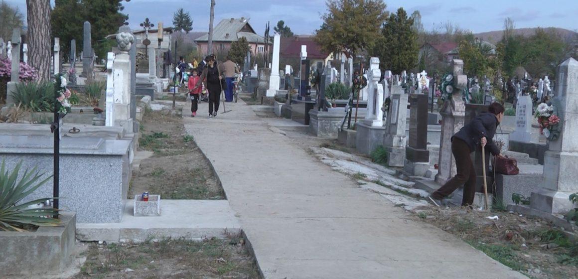 Pregătirile pentru Ziua Morților, celebrată în fiecare an pe 1 noiembrie sunt în toi
