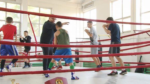 Sportivii legitimați la Clubul Școlar Sportiv 2 Baia Mare se pregătesc intens pentru competițiile care urmează