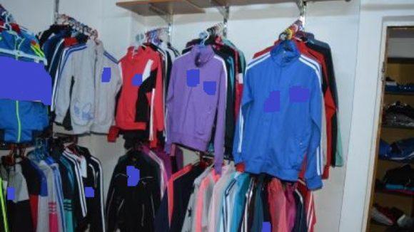 Articole de îmbrăcăminte și încălțăminte de peste 10.000 de lei confiscate în Sighet