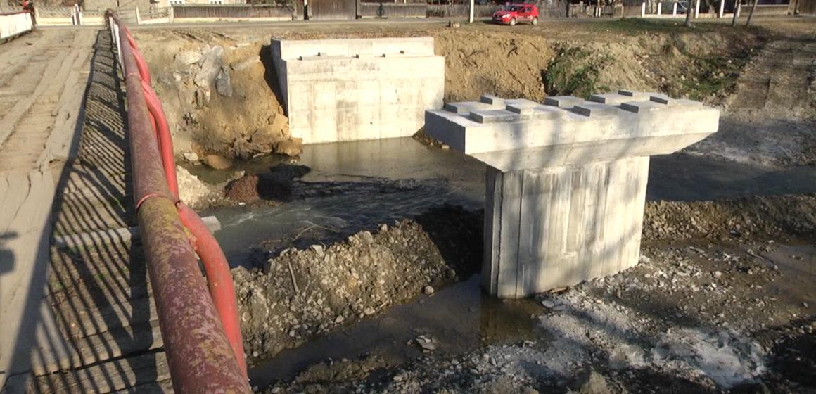 VIDEO | A început construcția podului peste râul Iza în Bârsana