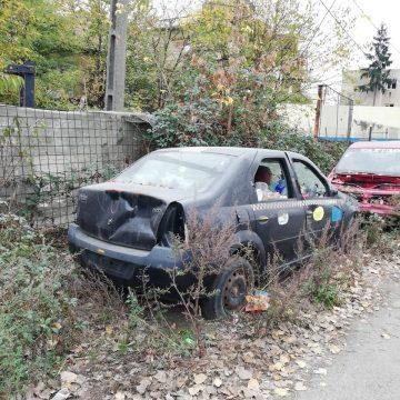 Se ridică mașinile abandonate pe domeniul public