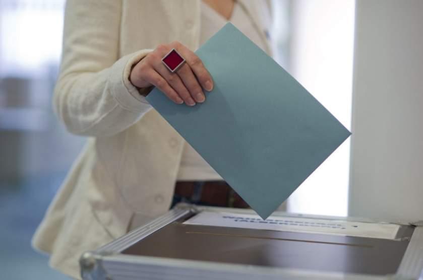 Sute de bolnavi și deținuți au cerut urna specială, pentru a vota în Maramureș
