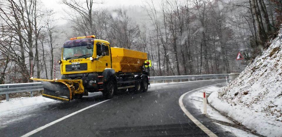 Desfășurarea circulației rutiere în zonele de deal și de munte, monitorizată la nivelul CJSU Maramureș