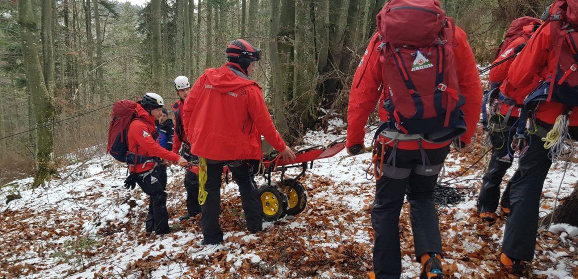 VIDEO | Desfășurare de forțe într-un exercițiu presupunând o avalanșă care a surprins un grup de persoane