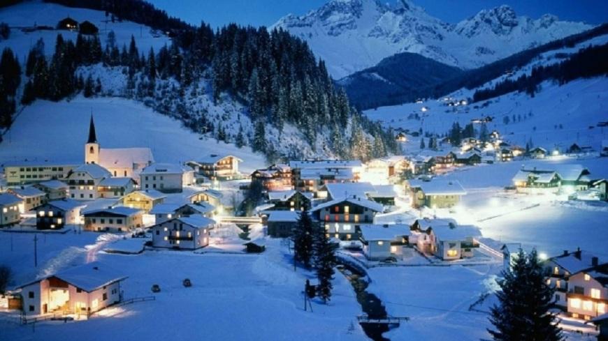 La munte se face schimbul de turiști: pleacă cei care au petrecut Crăciunul în stațiuni și vin cei care au cumpărat pachete de Revelion