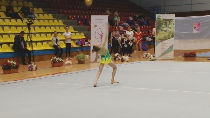 VIDEO | Gimnaste din Baia Mare prezente la Cupa Rotary la gimnastică ritmică