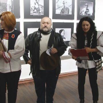 """VIDEO   Muzeul Județean de Etnografie și Artă Populară Maramureș a organizat vernisajul expoziției """"Icoane de la rădăcina neamului"""""""
