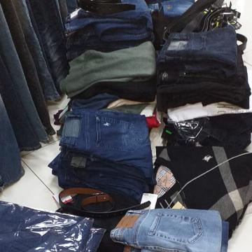 Marfă contrafăcută de peste 22.000 de lei, confiscată