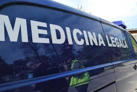 """Bărbat mort lăsat câteva ore într-o staţie de autobuz din Baia Mare, pentru că """"Medicina Legală are program între 8:00 și 16:00"""""""