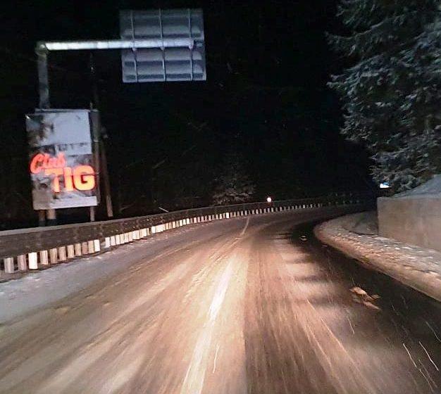 Circulație rutieră în condiții de iarnă pe drumurile din Maramureș