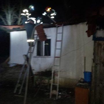 VIDEO | Incendiu în Baia Mare. Acoperișul unei case a luat foc