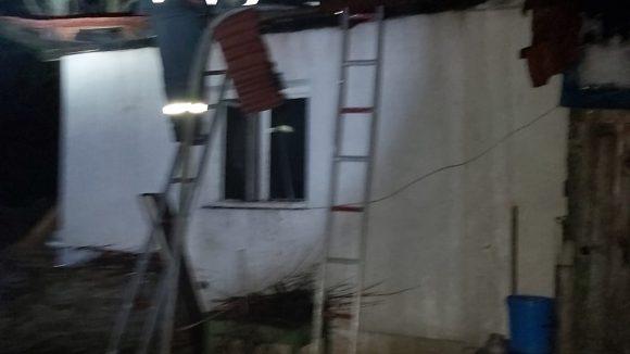 VIDEO   Incendiu în Baia Mare. Acoperișul unei case a luat foc