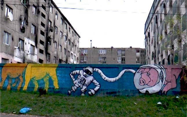 VIDEO | Primăria Baia Mare sancționată din nou pentru menținerea ziduluiconstruit la blocurile sociale de pe strada Horea