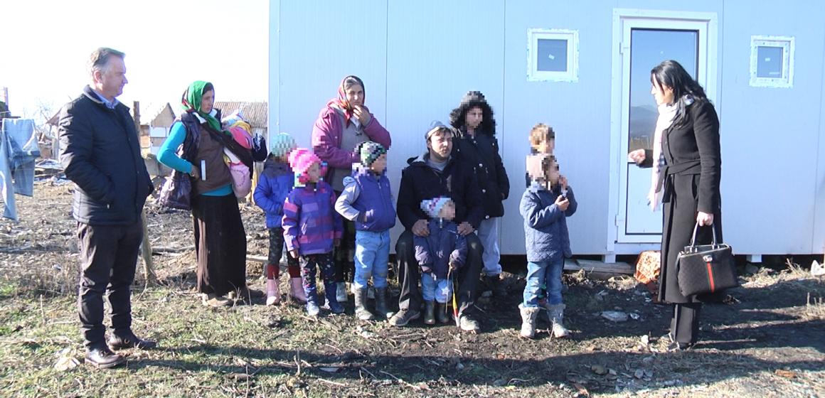 VIDEO   Sprijin pentru o familie cu șapte copii care își ducea traiul în condiții mizere