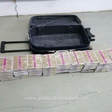VIDEO | Peste 2.000 de articole pirotehnice confiscate de poliţiştii de frontieră