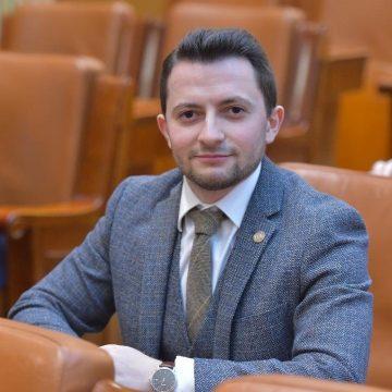 """VIDEO   Deputatul USR, Vlad Duruș, interpelare la Ministerul Sănătății: """"Coronavirusul nu poate fi oprit doar cu hârtii, avem nevoie de măsuri practice"""""""