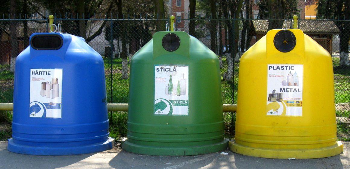 Societatea de salubrizare din Sighet va demara cea de-a doua campanie de montare a containerelor destinate deșeurilor selective