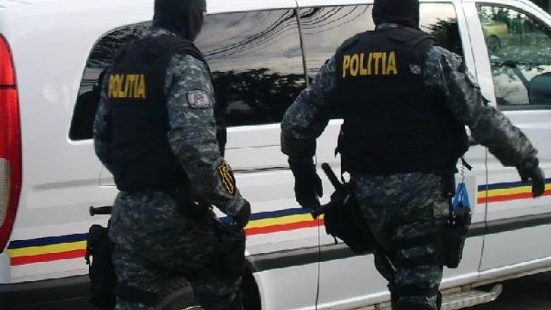 Armă, produse pirotehnice şi trofee ridicate de poliţişti în urma unor percheziţii domiciliare în Borșa