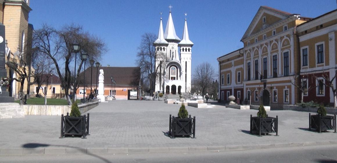 VIDEO | Clopotele bisericilor din Sighet au răsunat la ora 12